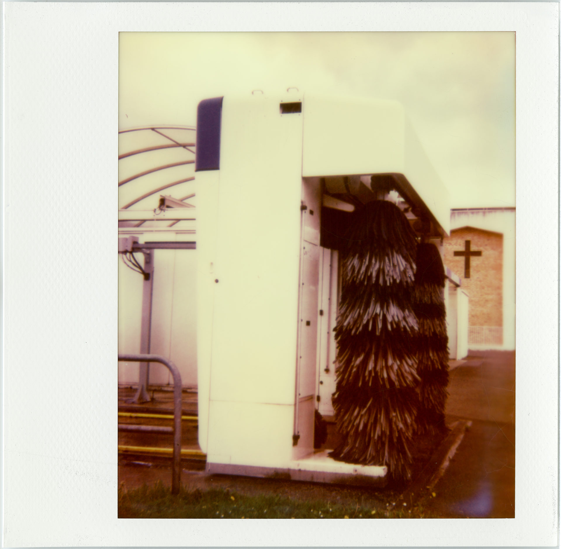 "Clean the church (série ""Borderland""), Polaroid Impossible Spectra, tirage unique, 101 x 105 cm, 2018, Collection privée"